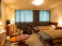 マッサージチェアーまで完備している49平米のセミスウィートの客室