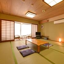*和室15畳(客室一例)/大家族や大人数でのご宿泊にぴったり!お部屋から眺める瀬戸内海は格別です。