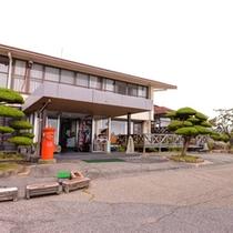 *標高800mの野呂高原に佇む公共宿。和洋2タイプのお部屋とお風呂、旬な食材使った自慢の料理をどうぞ。
