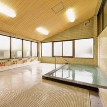 *男湯/野呂山のキレイな高原水で沸かしたお風呂。ごゆっくりと癒しのひと時をお過ごし下さい。
