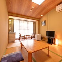 *山側和室6畳(客室一例)/畳の香りがほのかに薫るお部屋でのんびりとお寛ぎ下さい。