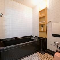 *和室15畳(客室一例)/ユニットバス&トイレ完備いたしております。