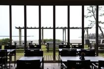 海が見える朝食会場-1