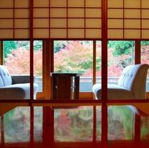 客室からの紅葉イメージ