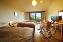 【車いす対応トリプルルーム(38.1㎡)】岩手山側の絶景を望む、バリアフリータイプのお部屋です