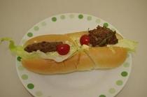 [ホットドッグ] 今回はハンバーグ、卵、野菜をはさんでみました。次回はソーセージ他・・・