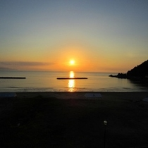 真夏の夕日