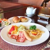【ダイニング暖琉満菜】朝食バイキング盛り付け例
