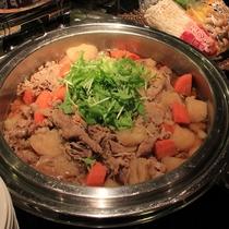 【朝食】煮物(県産豚の肉じゃが)