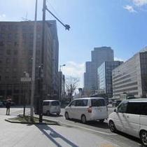 アクセス車③東二番町通りと広瀬通りの交差点を左折します