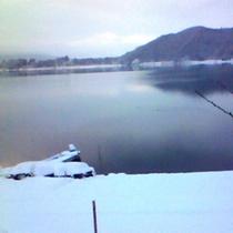 河口湖の雪景色