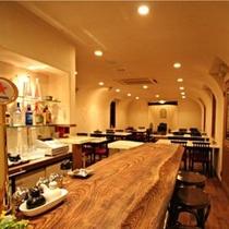 「Diningさくら」 デザイナーによる琉球漆喰にかこまれた癒しの異空間。