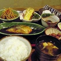 朝食は和食のご用意がございます(一例)