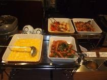 朝食バイキングの温かいお料理