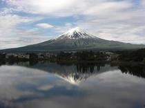 湖面に映る逆さ富士