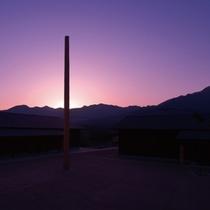 ■夜明を待つ光陰の塔