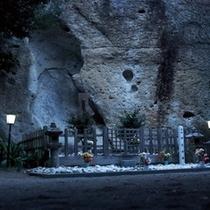 △イザナミが眠る御陵-花の窟神社-2