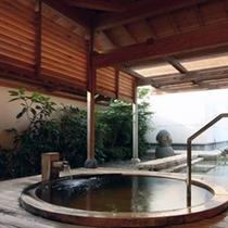 【1F庭園露天風呂】白亀の湯