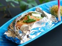 鉢肴一例 鮭ホイル焼
