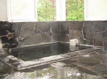 人工温泉の岩風呂