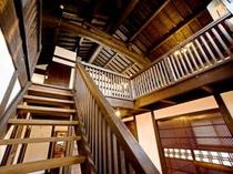 むらさき:階段