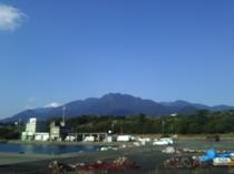 安房港から山々