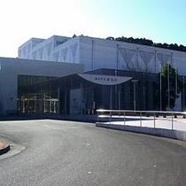 【施設】 文化会館ホール(芝グラウンド・遊具) お車で約1分