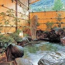 岩露天風呂でゆったり寛いでください