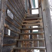 ・・・コテージCタイプへは外階段がございます・・・