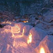 *【かまくら】冬の雪深い時期にだけ現れる、幻想的な風景です。