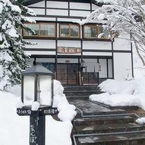 *【外観】雪化粧に彩られ、趣のある外観です。