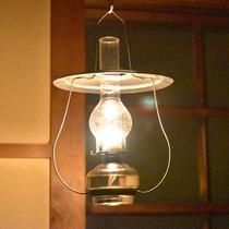 *【ランプ】夜はランプの灯りだけ…。
