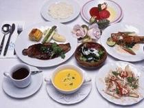 3. 夕食の一例です新鮮な魚介類と富良野産の食材を使った、コースディナ