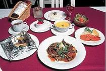 4. 夕食の一例です新鮮な魚介類と富良野産の食材を使った、コースディナー