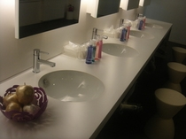 女性大浴場内の洗面所
