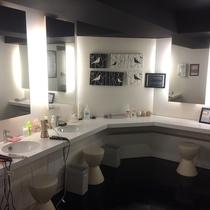 女性化粧室