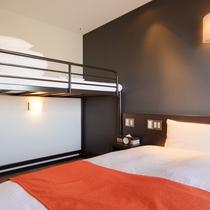 ◆ツイン+ロフトベッド◆ ●14平米●幅90cmベッド×2&幅80cmベッド×1