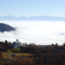 *【雲海】広がる山々の先には雲海が見られます。