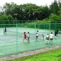 *【テニスコート】大自然の中のスポーツは最高!近くにシャワー室も完備!(1コート300円/1時間)