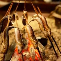 *【いわなの塩焼き】炭火で焼いた香ばしい味わいをお楽しみください。