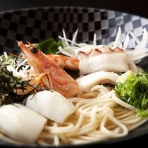 【島グルメランチ】地元由良漁港の魚介を秘伝の出汁を引いた餡かけ風特選つゆで味わう淡路島ぬーどる。