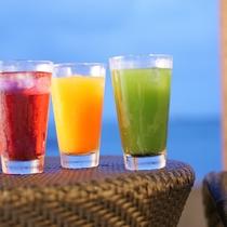 【ジュースバーOASIS】 大葉のグリーンジュース、ハーブコーディアル、キャロットジュースなど。