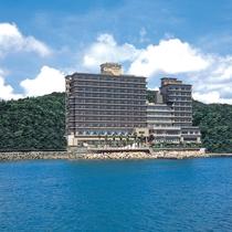 【ホテル外観】 お部屋からは紀淡海峡の美しい景色が楽しめます