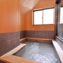 *【風呂/女湯】檜のやさしい香りに癒される、女性用の浴場です。