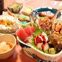 *【夕食一例】新鮮な海の幸と、心づくしの料理。ごゆっくりお召し上がり下さい。