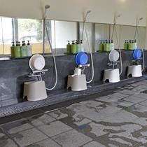 *【風呂/男湯】シャンプーなどのアメニティを設置しております。