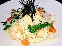 地野菜と魚介のペペロンチーノ