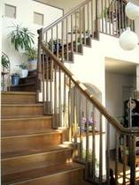 客室へあがる階段