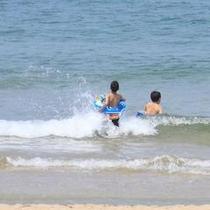 小天橋海水浴場で遊ぶ