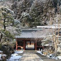 【冬の外観】高野山・奥の院に一番近い宿坊